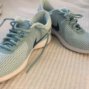 0757677b15a4f Nike women's Revolution 4 running Shoe / sz. 8.5